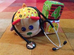 juguetes y fonendoscopio