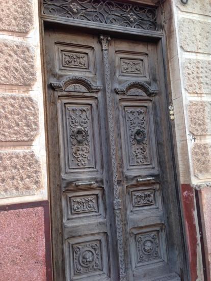 puerta manchega antigua tallada