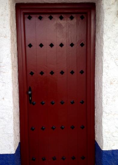 puerta manchega roja